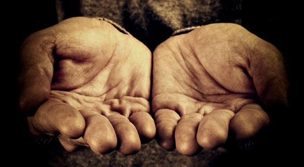 """Falešní bezdomovci bydlí """"na úřadě"""". Zakázat, potrestat, nebo nechat být?"""