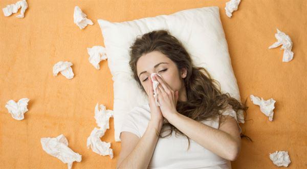První tři dny nemoci mají být opět placené. Firmy jsou proti