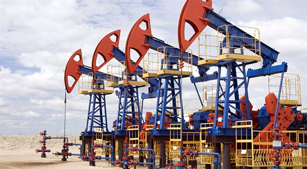 Komodity: Loni spadla ropa na půlku, letos si radši přejme dražší