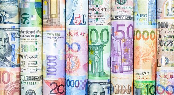 Měny: Bilancování roku 2015 a výhledy do roku 2016