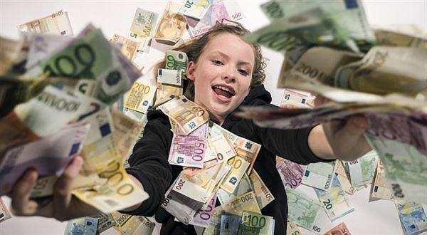 Jak rozhazovat peníze z vrtulníku? Dejte je na co nejvíc pitomostí. A mladým