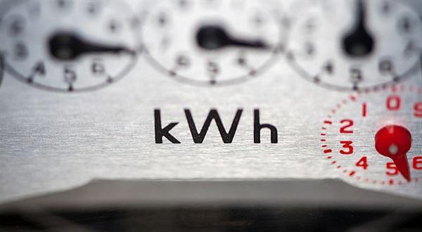Elektřina a zemní plyn na burzách zdražují. Dodavatelé ne