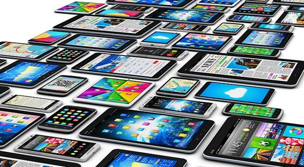 Hromadná aukce dTestu. O výhodnější mobilní tarif si můžete říct do konce května