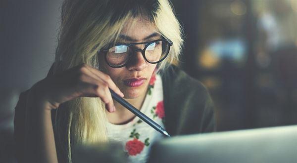 Práce, brigáda nebo podnikání při studiu: Jak na odvody a daně