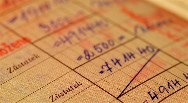 Novinky z bank a pojišťoven: Zvyšování i rušení poplatků, rychlejší platby, propojení účtů