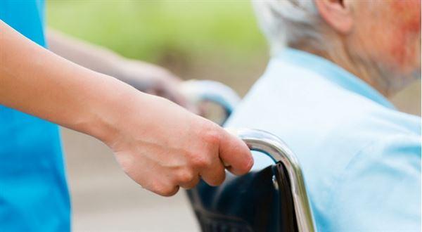 Domov důchodců nebo pečovatelská služba. Jak na péči o seniory?