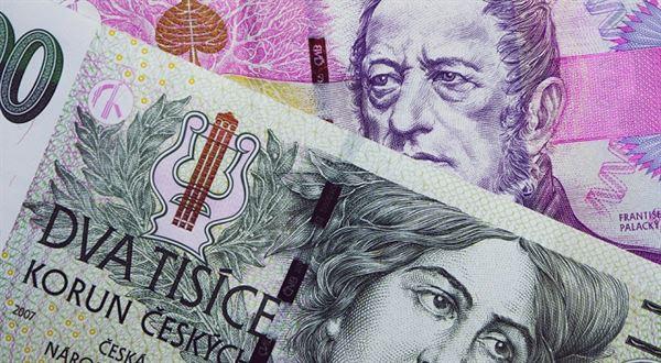 eTrader €uroBarometr: Je za slabší korunou ekonomika, nebo politika?