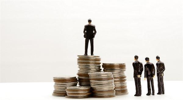 Dlužíte zaměstnavateli? Víme, o kolik vám může snížit výplatu