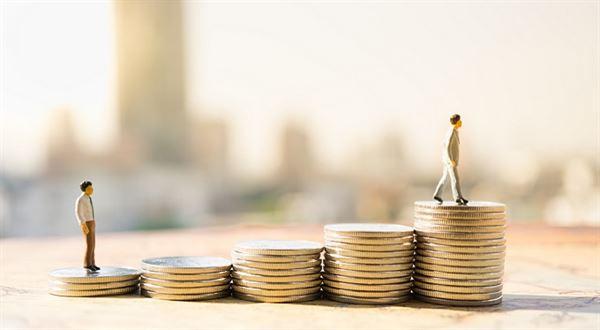 Minimální mzda 2019. Poroste o 1500, nebo o 800 korun?