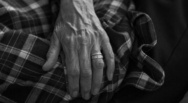 Výpočty: vdovský, vdovecký a sirotčí důchod 2019. Kdo má nárok a kolik dělají?