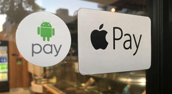 Mobilní platby: Air Bank už má všechny čtyři, ČSOB startuje s omezením