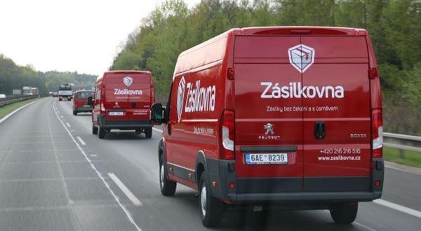 Pošta má novou konkurenci. Balík přes Zásilkovnu už pošle kdokoliv