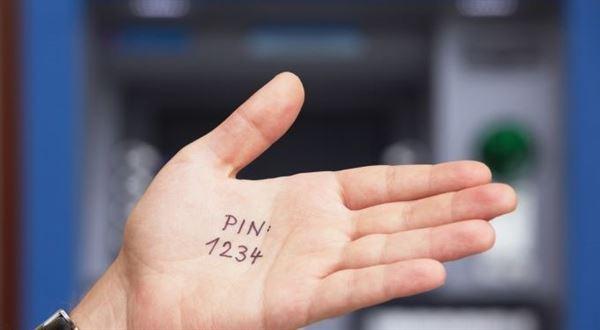 Jak si změnit PIN? Porovnali jsme, kam vás banky pošlou