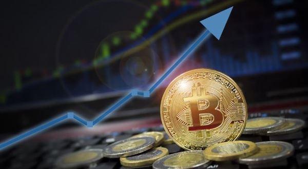 Bitcoin rychle roste, je nejdražší za poslední rok