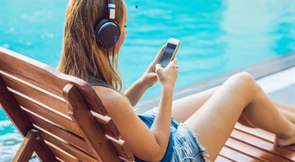 KB rozšiřuje cestovní pojištění ke kartám i pro Česko