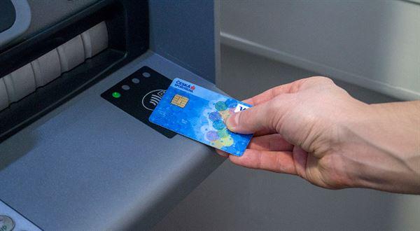 Spořitelna hlásí přes 500 bankomatů s bezkontaktní funkcí