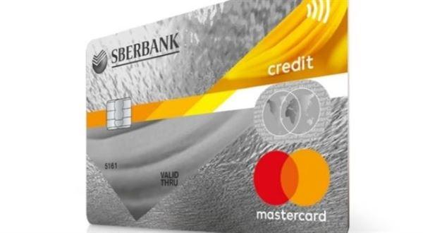 Sberbank končí s kreditkami, debetní karty už vydá bezkontaktní