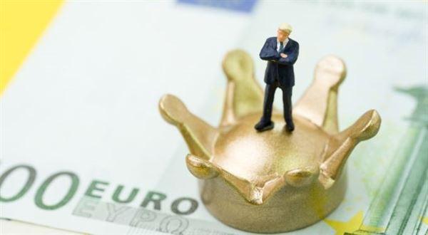 Eura už pošlete jako koruny. Banky zruší vysoký poplatek