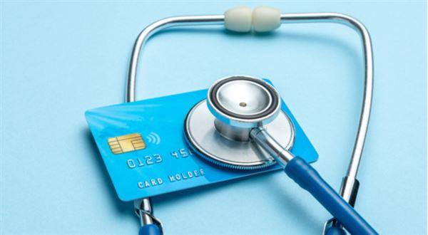 Při platbě kartou hrozí komplikace. Pravidla se mění i v prodejně