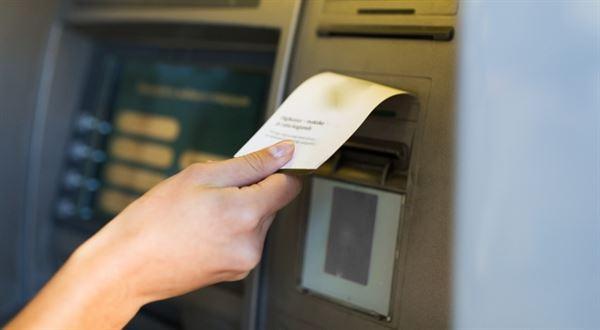 Jen bankomaty nestačí. Která banka nabízí nejvíc vkladomatů a kdo vlastní mincomaty?