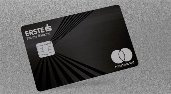 Spořitelna dá bohatým klientům bezkontaktní kovovou kartu