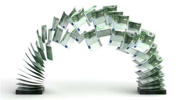 Revoluce v posílání eur. Vysoké poplatky končí jako roaming