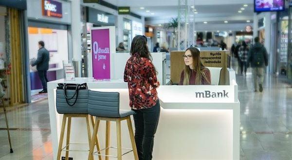 mBank otevírá nové kiosky, testuje místa pro pobočky