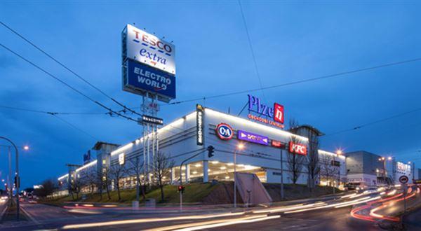 Fond Trigea koupil obchodní centrum v Plzni