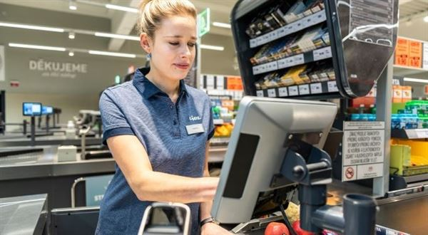 Lidl opět zvyšuje mzdy, přidá lidem zdravotní volno