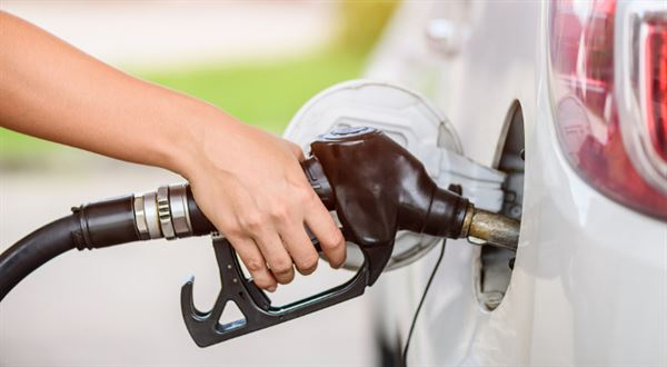 Benzin před prázdninami zdražuje. Pumpaři zvyšují marže
