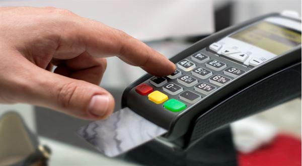 Banka vrátí 3 % z každé platby kartou. Odmění za doporučení