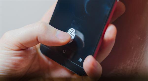 Polovinu plateb kartou už potvrzujeme biometricky