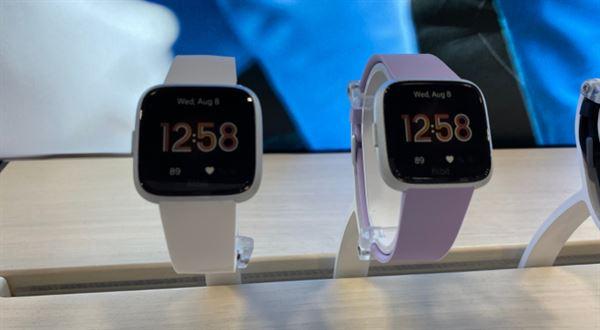 Fio banka spouští placení hodinkami Garmin a Fitbit