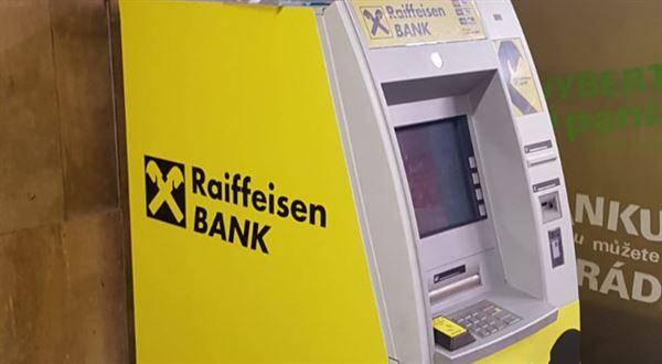 Raiffeisenbank má všechny bankomaty bezkontaktní