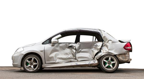 Zničené auto? První řešení od pojišťovny nemusí být nejlepší