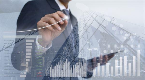 Finančník Schönfeld otevírá nový realitní fond