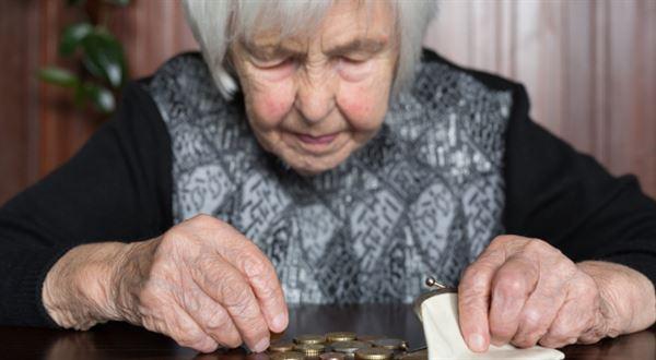Důchodci dostanou peníze navíc ještě před Vánoci, chce Schillerová