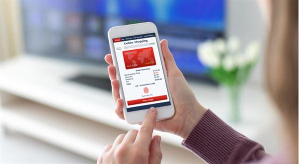 Při platbě kartou už nestačí SMS. Banky zpřísní ověřování