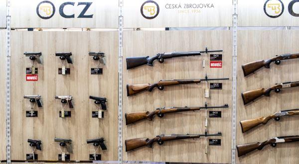 Česká zbrojovka nabízí akcie, slibuje dividendu z třetiny zisku