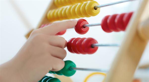 Přídavky na dítě stoupnou a dosáhne na ně víc rodin