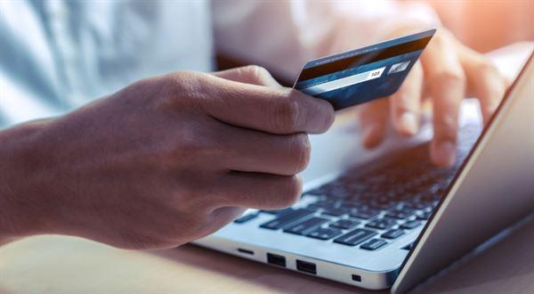 Poplatky úřadům uhradíte online. Městům pomůže stát