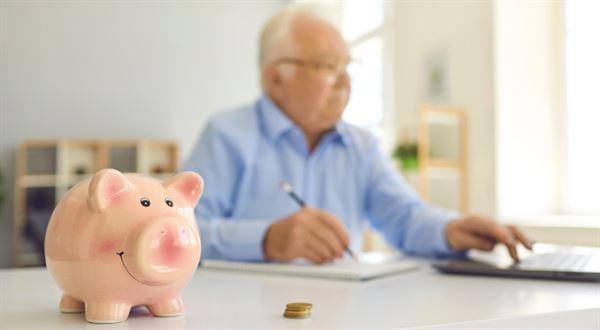 Důchody porostou opět víc, než musí, plánuje vláda