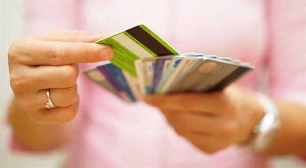 Chráněný účet bez karty. Jedna z bank bude k dlužníkům přísnější