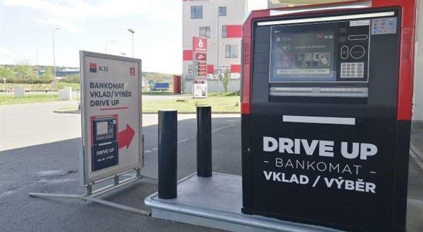 KB zprovoznila pátý bankomat pro řidiče