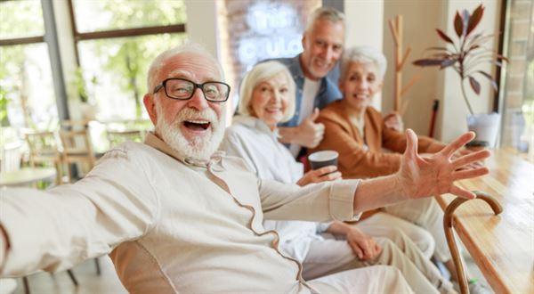 Důchodci mají dostat ještě víc. Nová čísla o valorizaci