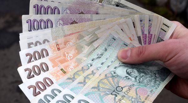 ČNB stahuje z oběhu starší bankovky, přestanou platit