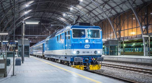 Jednotná jízdenka se rozšiřuje na další vlaky   Peníze.cz