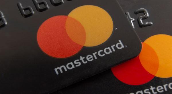 Karty Mastercard přijdou o magnetický proužek