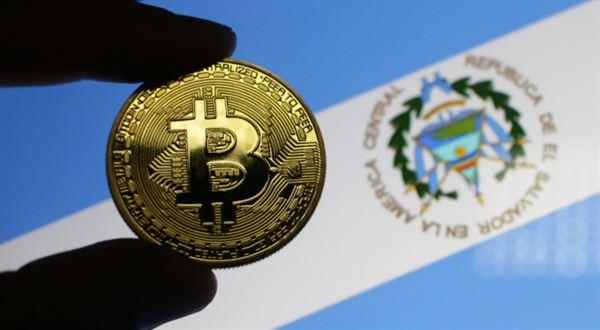 Bitcoin má za sebou milník. A padá