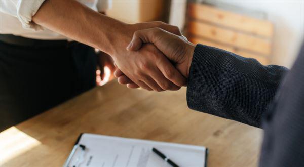 Broker Trust vstupují do Golem Finance